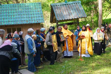 В восстанавливаемом храме  села Чекряк состоялась одно из первых богослужений