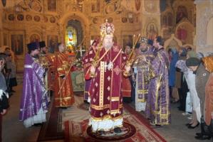 «Кресту Твоему поклоняемся, Владыко!» Архиерейское служение в Богоявленском соборе