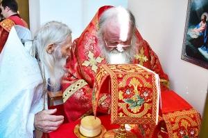 Митрополит Тихон и схиархимандрит Илий совершили литургию в день отдания Пасхи