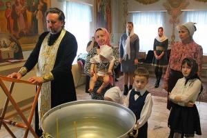 Миссионеры из движения «Неувядаемый цвет» стали крестными для детей из малоимущей семьи