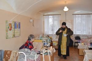 «Истинный Свет явися, и всем просвещение дарует»: болховский священник поздравил с Богоявлением подопечных дома-интерната