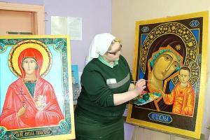 К Пасхе осужденная шаховской женской колонии написала иконы