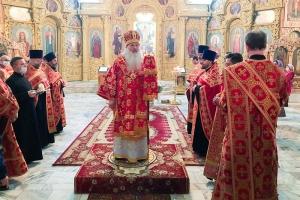 В канун Недели Антипасхи Владыка Тихон совершил богослужение в Михаило-Архангельском соборе