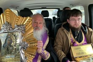 Митрополит Тихон совершил объезд Орла с чтимыми святынями
