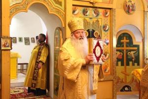 В канун Недели Всех святых митрополит Тихон совершил богослужение в Троице-Васильевском храме