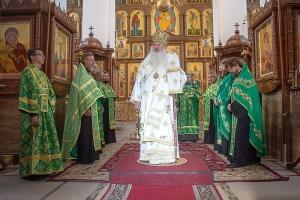 В канун дня памяти Амвросия Оптинского Владыка Тихон совершил всенощное бдение в Свято-Успенском монастыре Орла