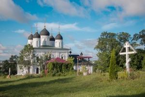 В болховском Троицком Оптином монастыре отметили 400-летие явления Тихвинской иконы Божией Матери