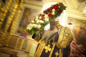 В канун праздника Воздвижения Креста Господня митрополит Тихон совершил всенощное бдение в Ахтырском кафедральном соборе