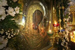 В канун праздника Казанской иконы Божией Матери Архипастырь совершил богослужение в Ахтырском соборе