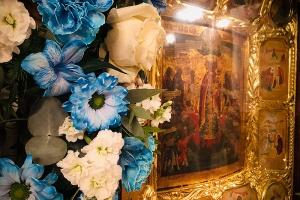 В Богоявленском соборе чтили главную святыню храма — икону Божией Матери «Всех скорбящих Радость»