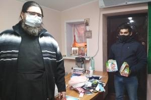 Малообеспеченные и многодетные семьи получили подарки к Рождеству от епархиального социального отдела