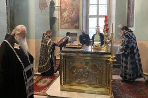 Архипастырь молился за уставным богослужением в первый день Великого поста