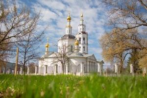 В Великий Четверток митрополит Тихон совершил Литургию в Богоявленском соборе
