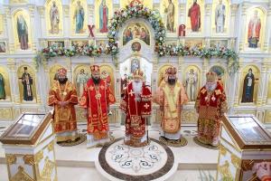 Архипастыри пяти митрополий совершили Литургию в Вятском Посаде во второй день фестиваля «Традиции Святой Руси»