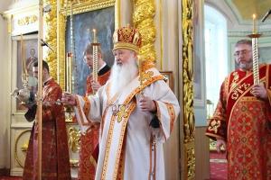 В канун Недели о расслабленном митрополит Тихон совершил богослужение в Ахтырском соборе