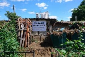 В Орле церковные волонтеры решают проблему с утилизацией православных крестов на кладбищах