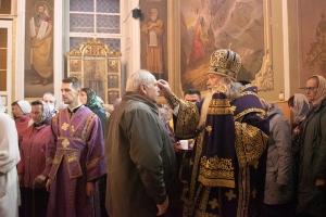 В канун праздника Воздвижения Креста Господня Архипастырь возглавил всенощное бдение в Ахтырском кафедральном соборе