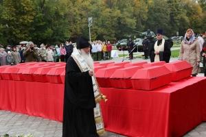 Митрополит Тихон участвовал в церемонии перезахоронения останков 24 советских воинов во Мценском районе