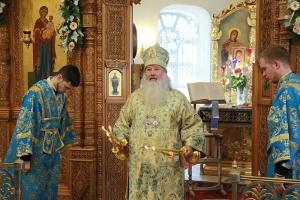 Митрополит Тихон совершил Литургию в престольный праздник Иверского храма