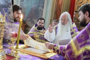 В Ахтырском кафедральном соборе Владыка Тихон освятил антиминсы, совершил Литургию и поздравил воспитанников воскресной школы