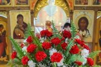 В Неделю 6-ю по Пасхе митрополит Орловский и Болховский Тихон совершил литургию в Свято-Никольском храме п. Хотынец. 24 мая 2020 г.