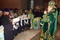 28 ноября 2005. Учащиеся православной гимназии во имя священномученика Кукши поздравляют архиепископа Паисия с Днем Ангела