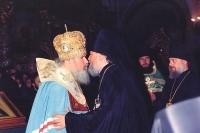 1990 год. Епископ Паисий поздравляет митрополита Алексия (Ридигера), избранного Поместным Собором Патриархом Московским и всея Руси
