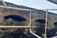 Найденные при реконструкции Красного моста могильные плиты разместят на территории Богоявленского собора