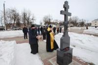 Митрополит Орловский и Болховский Тихон освятил крест на территории мемориального комплекса в  Болхове, где похоронены солдаты и офицеры, освобождавшие болховскую землю от фашистов. 7 марта 2021 г.