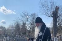 Митрополит Орловский и Болховский Тихон совершил панихиду на могиле доктора и подвижника Владимира Турбина. 22 апреля 2021 г.