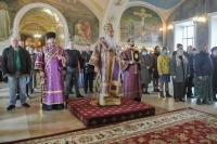 В Неделю 3-ю Великого поста, Крестопоклонную, митрополит Орловский и Болховский Тихон возглавил Божественную литургию в Богоявленском соборе Орла. 4 апреля 2021 г.