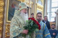 8 апреля свой день рождения отмечает митрополит Орловский и Болховский Тихон. Накануне после Божественной литургии в Ахтырском кафедральном соборе Владыку поздравили духовенство и паства. 7 апреля 2021 г.