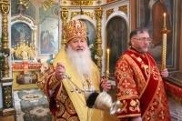 В день Радоницы митрополит Орловский и Болховский Тихон совершил литургию и пасхальное поминовение усопших в Свято-Троицком храме Орла. 11 мая 2021 г.
