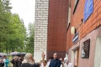 Митрополит Тихон освятил памятную доску знаменитому врачу Павлу Виноградову на здании поликлиники поселка Нарышкино 27 августа 2021 г.