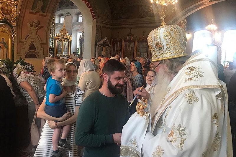 В канун дня памяти святителя Митрофана Воронежского митрополит Тихон служил в Николо-Песковском приходе