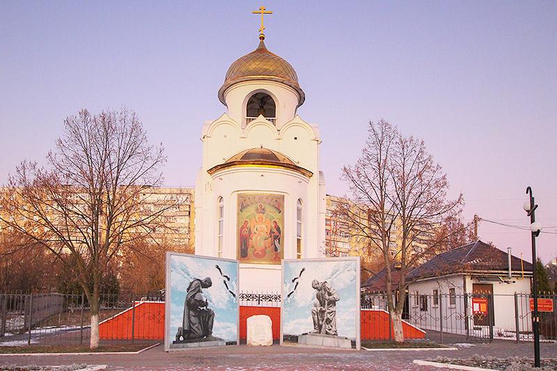 Владыка Тихон поздравил прихожан храма святого Александра Невского в 909-м квартале с престольным праздником