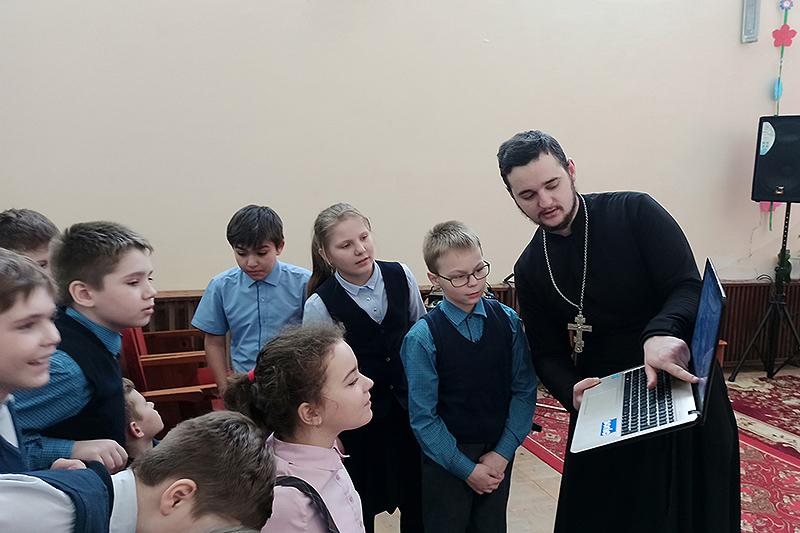 Знаменские школьники совершили виртуальную экскурсию по святым местам