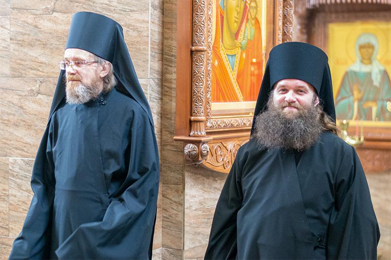 В Великий Пяток митрополит Тихон совершил иноческий постриг в Свято-Успенском монастыре