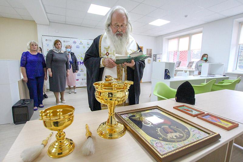 Владыка Тихон освятил помещение Семейного МФЦ в Орле