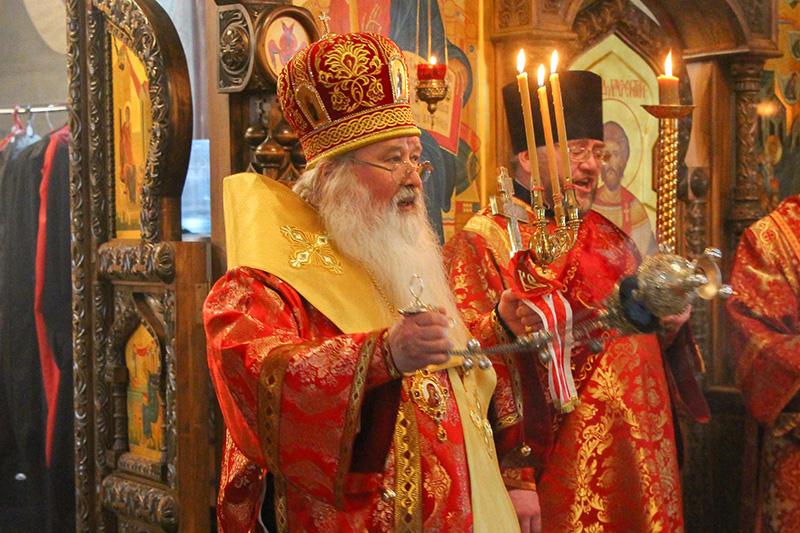 В Неделю Антипасхи Владыка Тихон совершил Литургию в Успенском монастыре