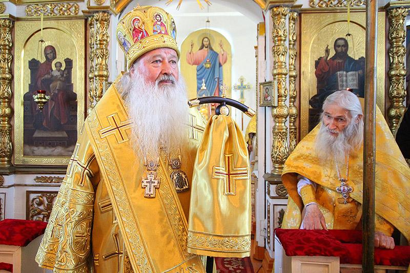 Владыка Тихон поздравил амчан с престольным праздником Петропавловского храма