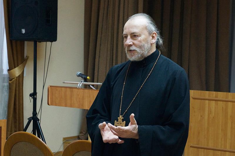 Священник рассказал сотрудниками орловской колонии о вере, христианских ценностях и идеалах