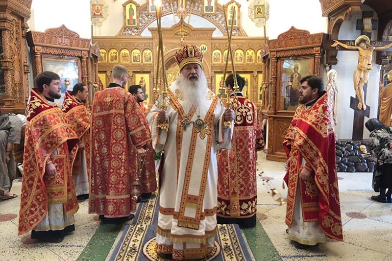 В день памяти Царственных Страстотерпцев митрополит Тихон совершил богослужения в Иверском храме, построенном святым Государем
