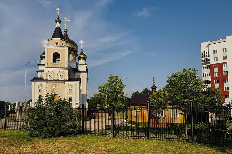 В канун дня памяти прп. Сергия Радонежского Архипастырь совершил богослужение в микрорайоне «Наугорский»