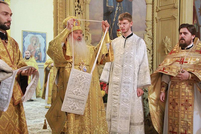 За Литургией в Успенском соборе Орла состоялась иерейская хиротония выпускника Орловской православной гимназии