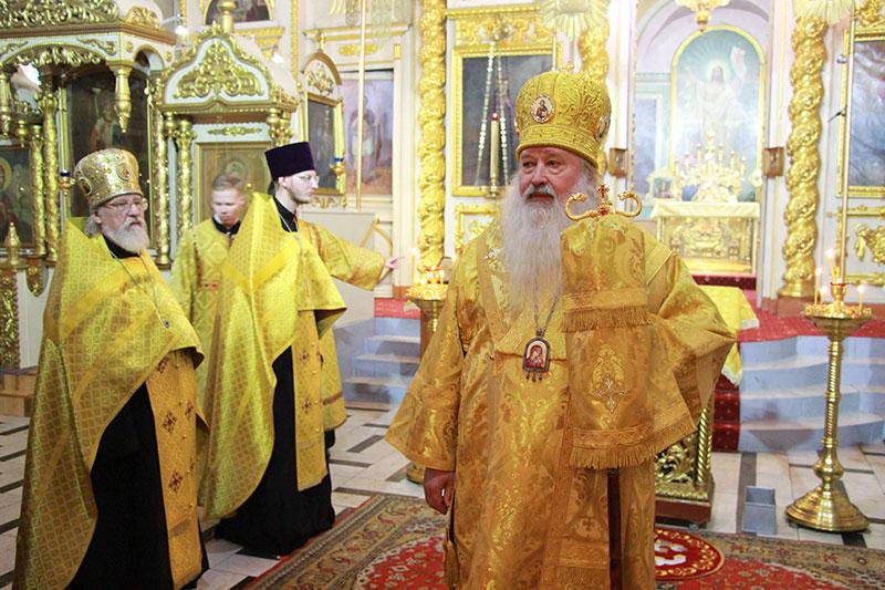В канун Недели 16-й по Пятидесятнице Архипастырь совершил всенощное бдение в Ахтырском соборе